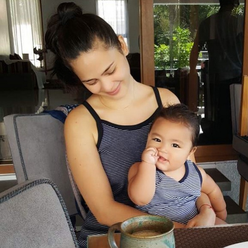 Heartwarming moments of Kristine as a wife and mom